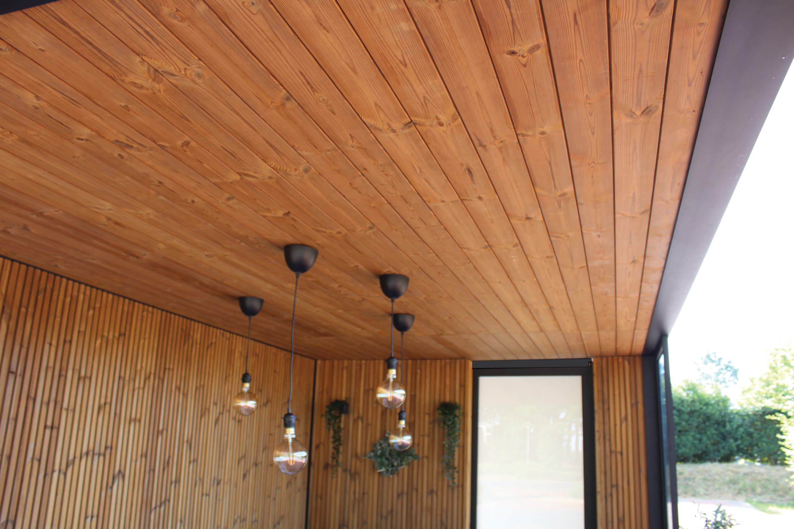 Exterior Living | detail thermowood onderdak